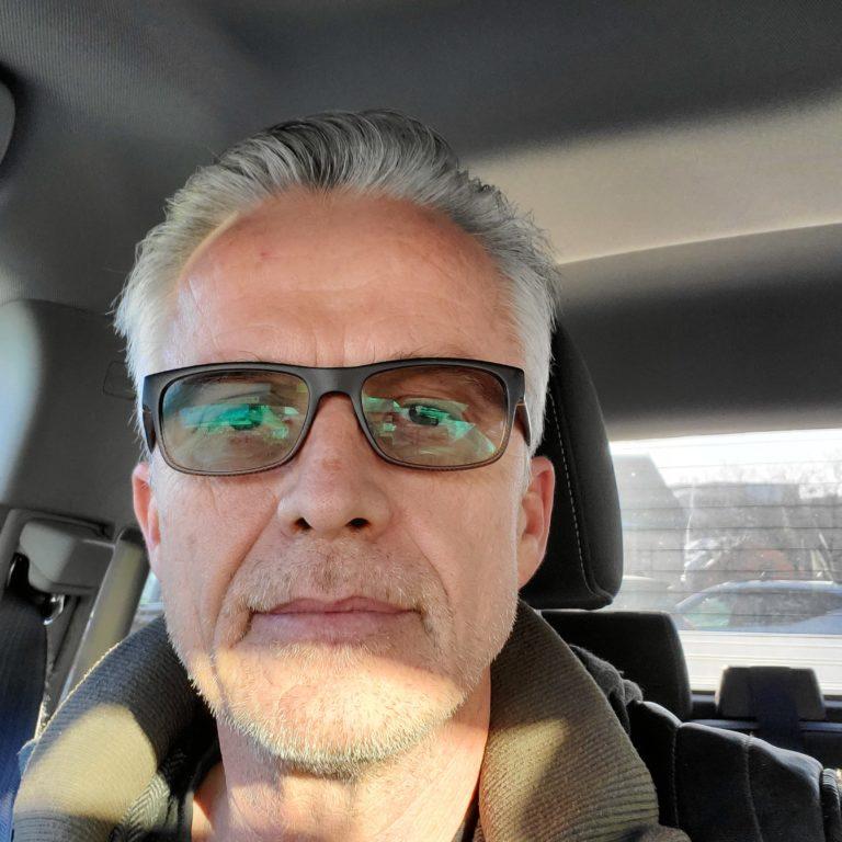 Lloyd Lawley headshot sitting in car